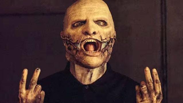 Τη νέα μάσκα του για τους Slipknot αποκαλύπτει σιγά σιγά ο Corey Taylor - Roxx.gr