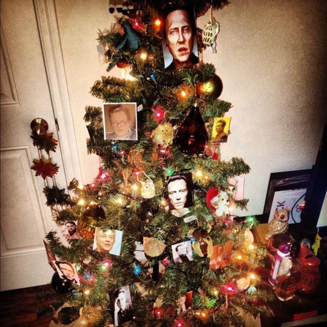 pun-walken-around-the-christmas-tree