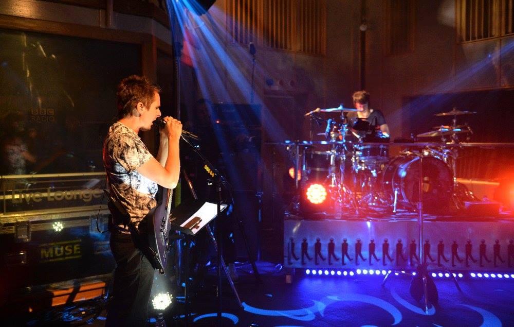 Η ρεμπέτικη διασκευή σε τραγούδι των Muse είναι ότι πρέπει για τις μέρες της καραντίνας - Roxx.gr
