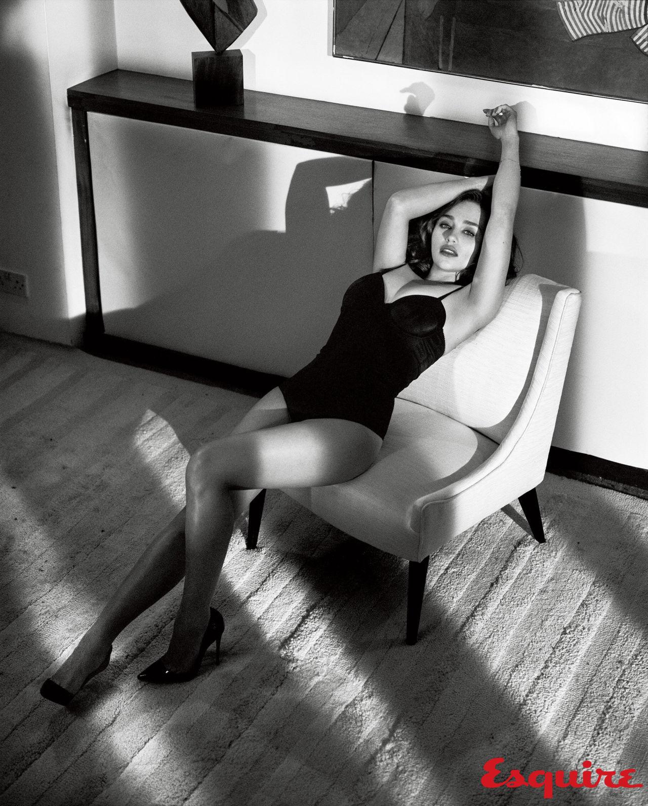 gallery-1444418793-emilia-clarke-sexiest-woman-alive-2015-001