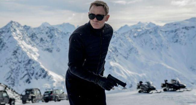 Στη νέα ταινία του James Bond κατέστρεψαν αυτοκίνητα αξίας 30 εκατομμυρίων ευρώ! - Roxx.gr