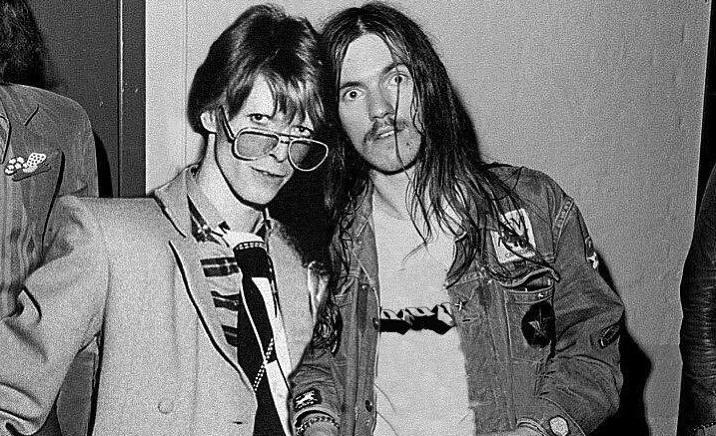 Αυτή η φωτογραφία του Lemmy με τον David Bowie είναι ψεύτικη. Και έχουμε τις αποδείξεις! - Roxx.gr