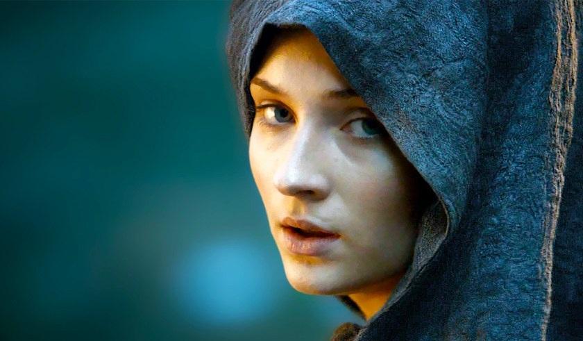 Με περούκα η Σάνσα στα γυρίσματα του Game of Thrones - Roxx.gr
