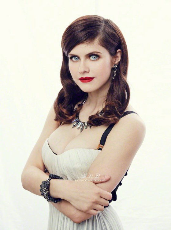 alexandra-daddario-hottest-photos-20