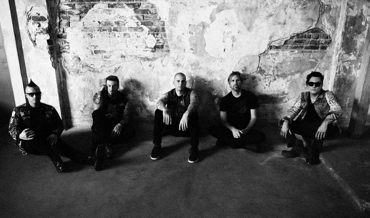 Ακούστε τους Avenged Sevenfold να διασκευάζουν Beach Boys! - Roxx.gr
