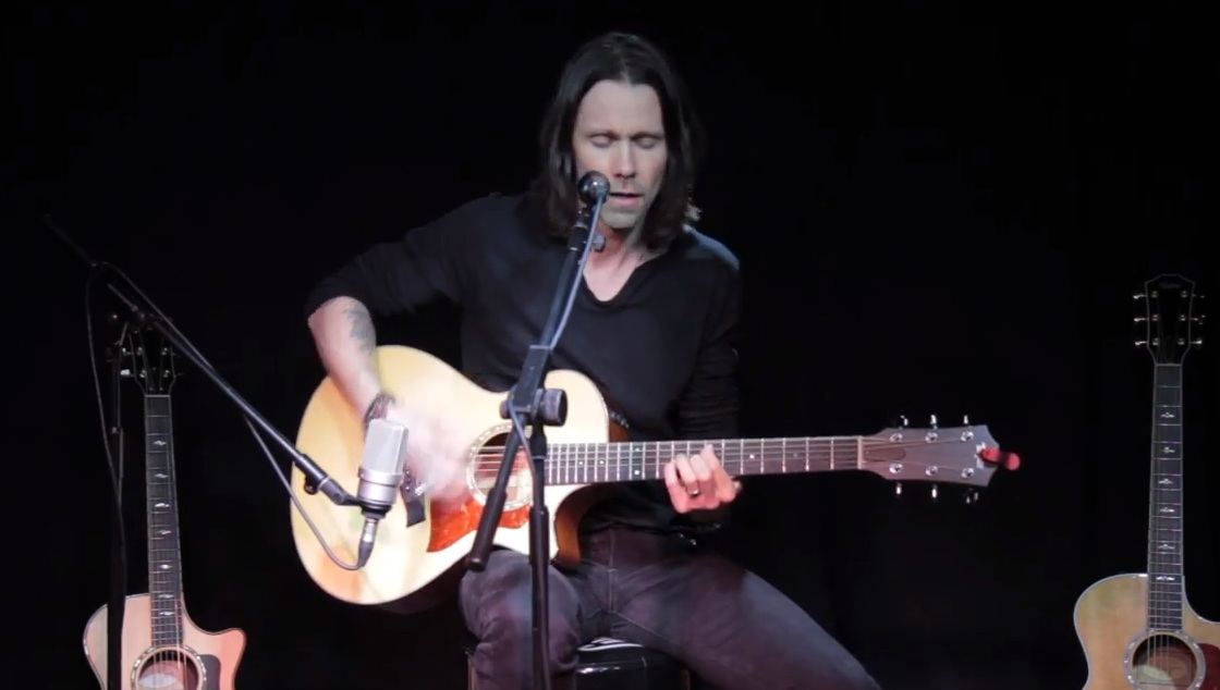 O Myles Kennedy παίζει ακουστικά τρία τραγούδια των Alter Bridge - Roxx.gr