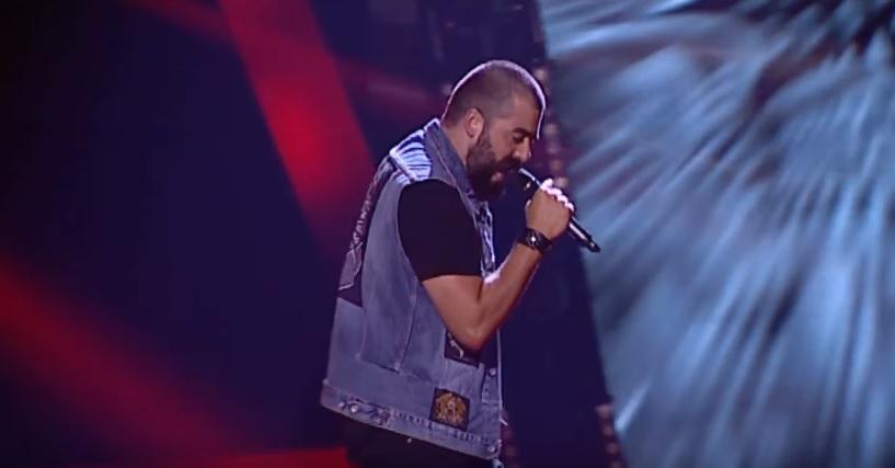 Τραγούδησε το Painkiller στο Voice – Δεν γύρισε κανένας! - Roxx.gr
