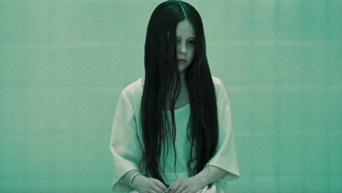 Στο νέο trailer του Rings η πρωταγωνίστρια την πατάει με εντελώς ηλίθιο τρόπο - Roxx.gr
