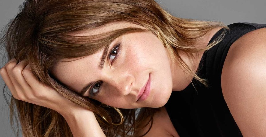 H Emma Watson φωτογραφήθηκε ευτυχώς με όλα τα ρούχα στη θέση τους - Roxx.gr