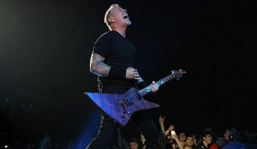 Ο Hetfield ακούει Angel of Death από Slayer και γουστάρει! - Roxx.gr
