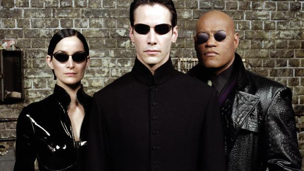 Οι τρεις πρωταγωνιστές του Matrix ξανά μαζί και διάολε πως πέρασαν έτσι τα χρόνια! - Roxx.gr