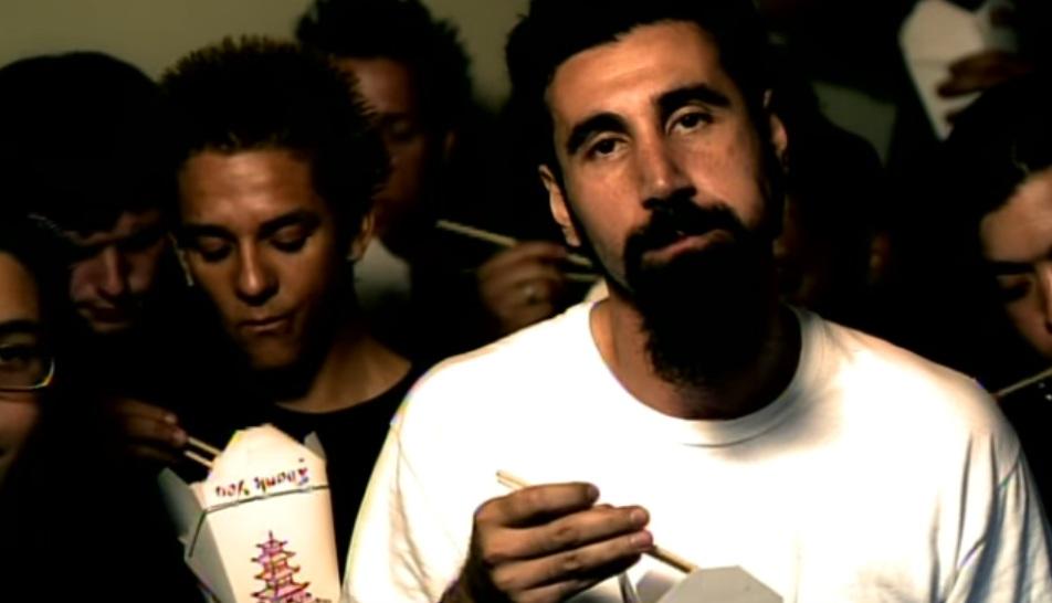 Ο Serj Tankian έχει βαρεθεί να γράφει στίχους και πρότιμα τα instrumental! - Roxx.gr