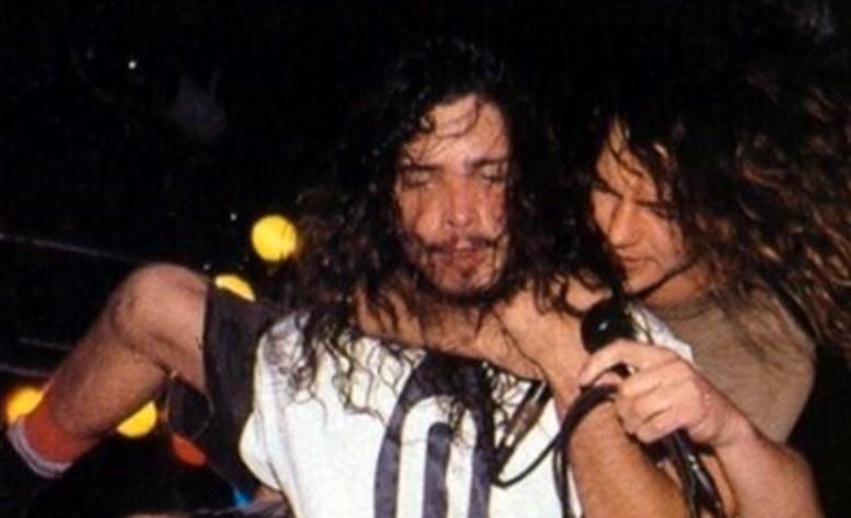 Εμφανώς συγκινημένος αλλά χωρίς ευθεία αναφορά στον Chris Cornell o Eddie Vedder στην πρώτη του συναυλία - Roxx.gr