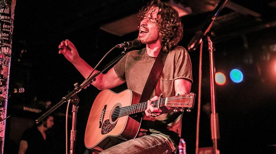 10 ακουστικές διασκευές του Chris Cornell που έδειξαν το τεράστιο ταλέντο του - Roxx.gr