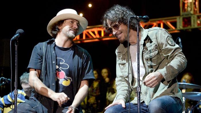 Ο Eddie Vedder αποχαιρετά τον Chris Cornell: «Θα τον αγαπώ για πάντα» - Roxx.gr