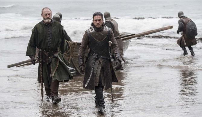Στις νέες φωτογραφίες του Game of Thrones ο Τζον Σνόου σκάει μύτη στο μεγάλο ραντεβού - Roxx.gr