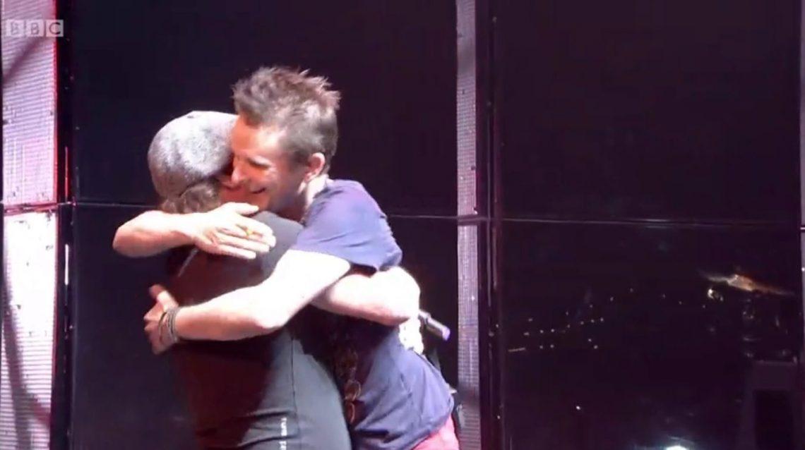 Ο Brian Johnson ανέβηκε στη σκηνή με τους Muse και τραγούδησε το Back in Black - Roxx.gr