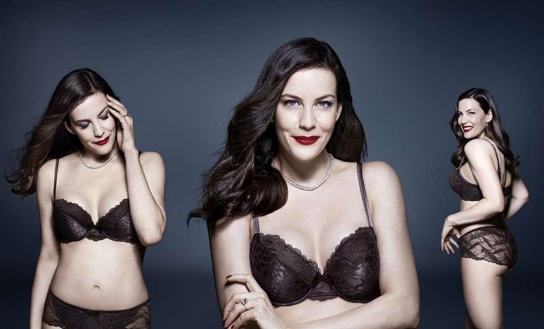 Η Liv Tyler δεν μασάει και φωτογραφίζεται μόνο με τα εσώρουχα! - Roxx.gr