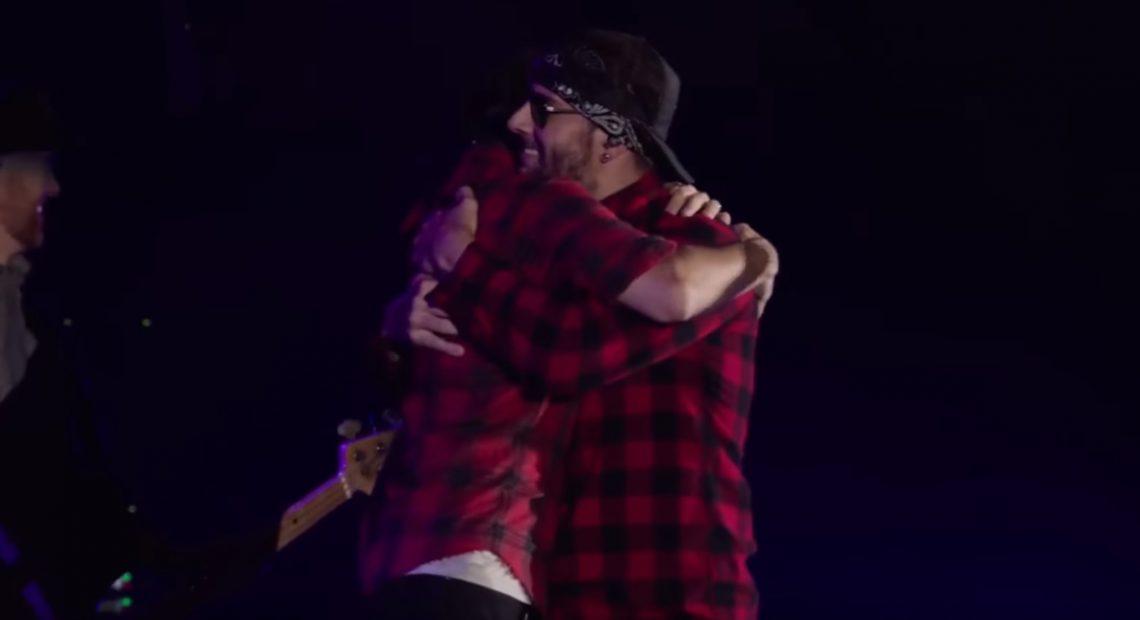 Αυτό ήταν το επικό κλείσιμο της συναυλίας των Linkin Park με τη βοήθεια των Avenged Sevenfold - Roxx.gr