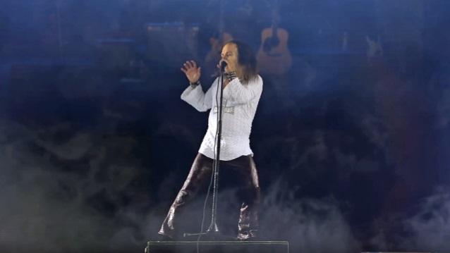 Αυτό είναι το ανανεωμένο ολόγραμμα του Dio για την παγκόσμια περιοδεία - Roxx.gr