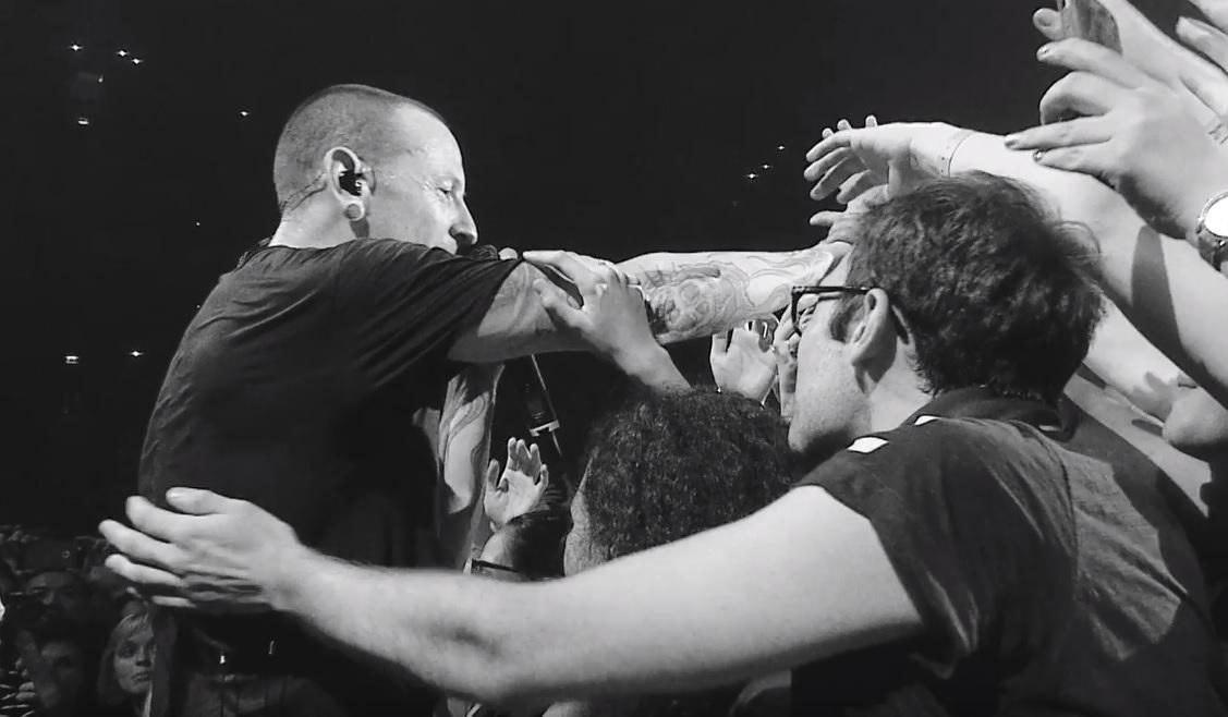 Μοιράζει ανατριχίλες το βίντεο των Linkin Park για τη live εκτέλεση του Crawling - Roxx.gr