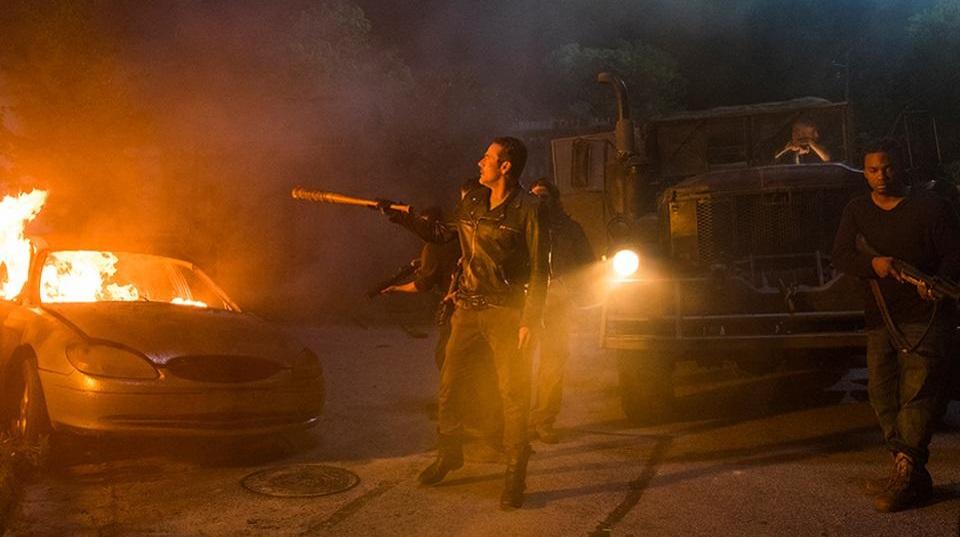 Ο δημιουργός του Walking Dead υπερασπίζεται τη σοκαριστική ανατροπή της σειράς - Roxx.gr