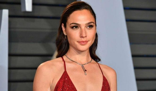 Φωτιά στα κόκκινα η Wonder Woman στο πάρτι για τα όσκαρ! - Roxx.gr