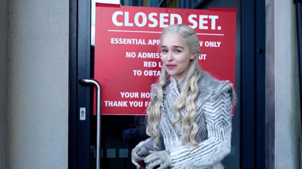 Η Ντενέρις προσπαθεί να μας βάλει στα γυρίσματα του Game of Thrones αλλά δεν την αφήνουν - Roxx.gr