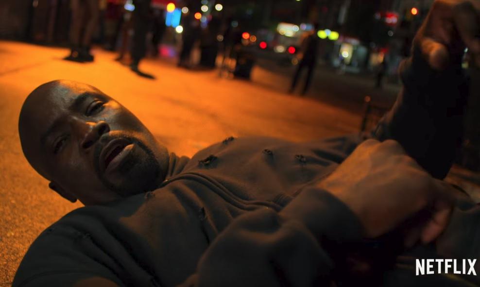 Ο Luke Cage τις «τρώει» στο πρώτο ολοκληρωμένο trailer της 2ης σεζόν - Roxx.gr