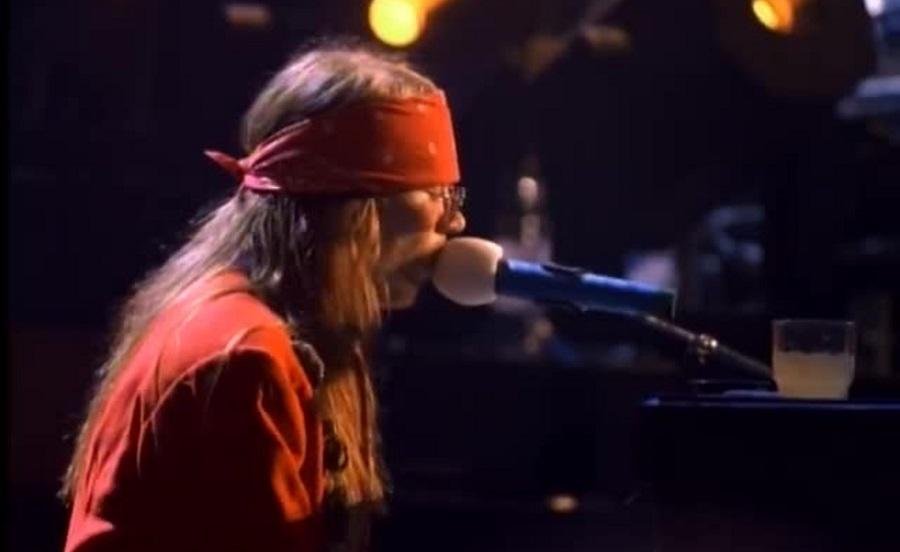 Αυτή είναι δεκάλεπτη πιάνο-εκδοχή του November Rain των Guns N' Roses - Roxx.gr
