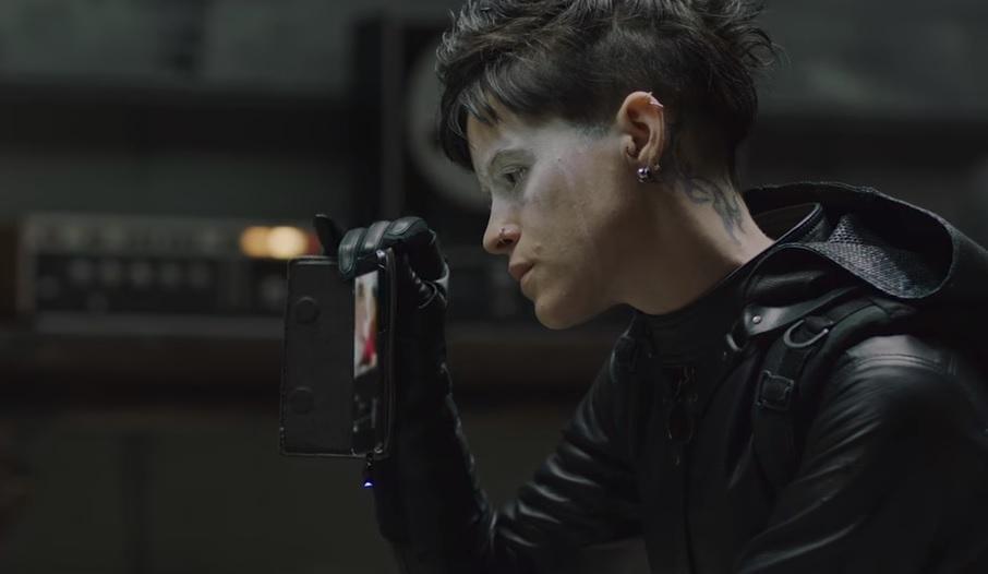 Το κορίτσι με το τατουάζ επιστρέφει αλλά τίποτα δεν είναι πια το ίδιο! - Roxx.gr