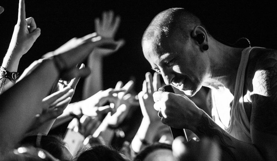 Οι Linkin Park για τον Chester: «Μας λείπεις περισσότερο από όσο μπορούν να εκφράσουν τα λόγια» - Roxx.gr