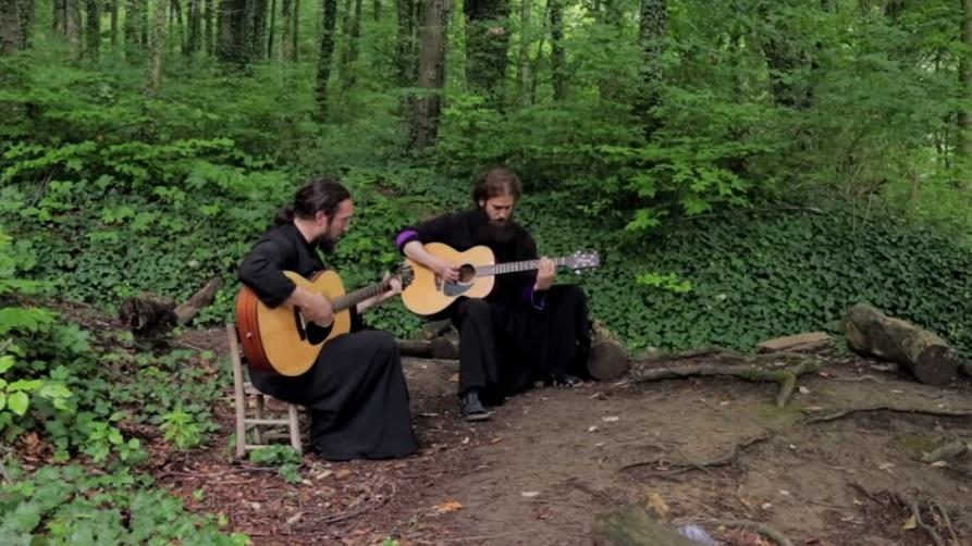 Καλόγεροι παίζουν Iron Maiden μέσα στο Μοναστήρι! - Roxx.gr