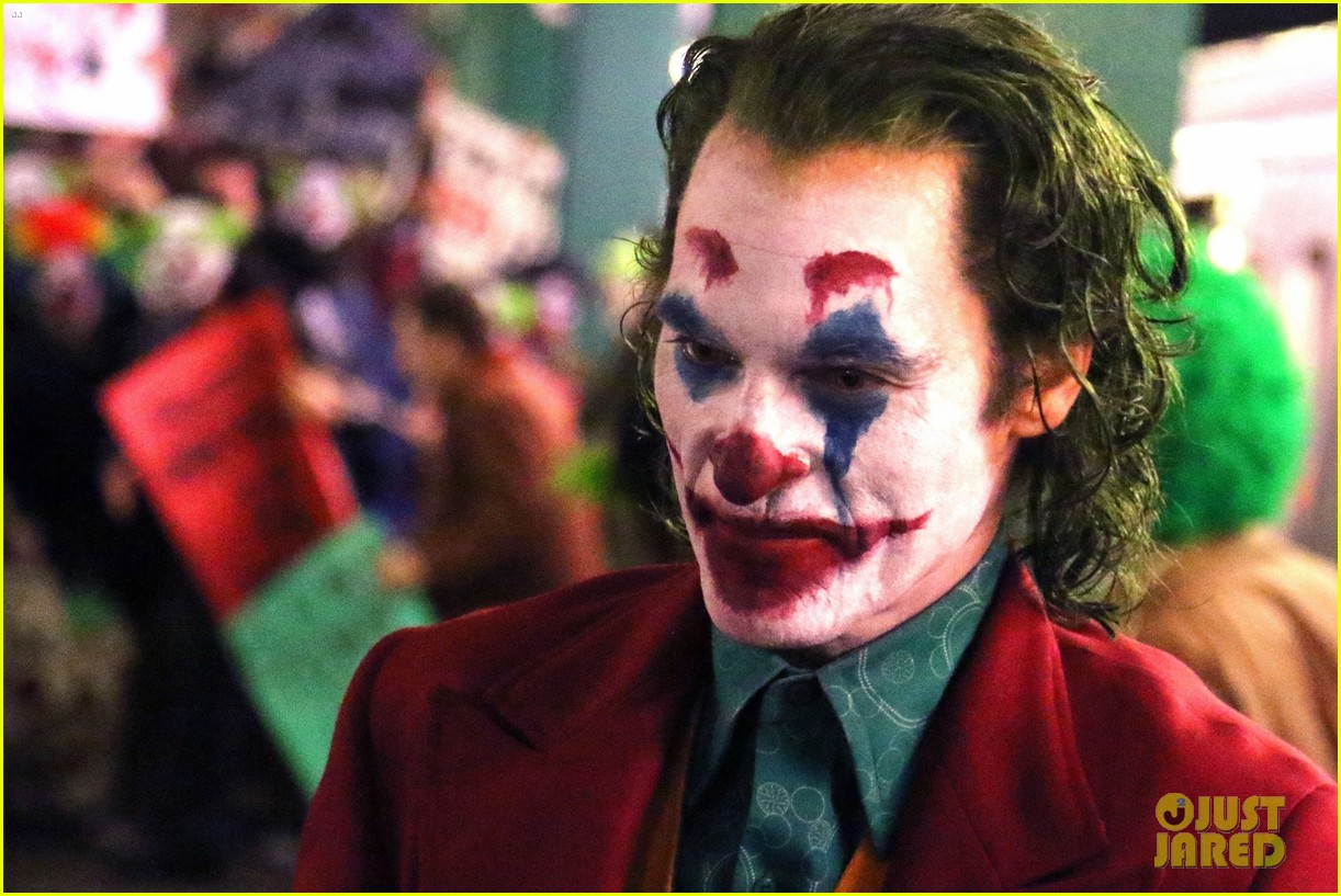 joaquin phoenix transforms into the joker filming riot scene 21 roxx