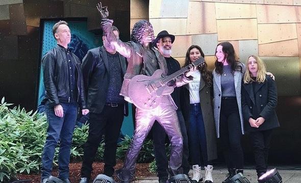 Αυτό είναι το άγαλμα του Chris Cornell στο Σιάτλ - Roxx.gr