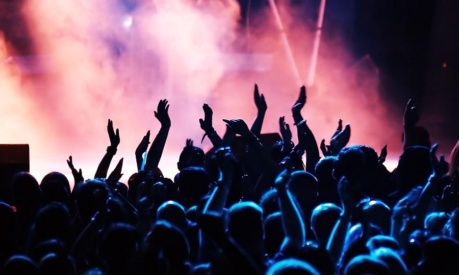 Αυτοί έβγαλαν τα περισσότερα λεφτά από συναυλίες στη δεκαετία - Roxx.gr
