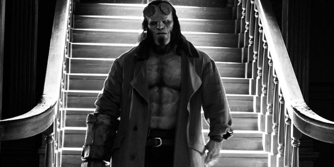 Εντελώς heavy metal το νέο πόστερ του Hellboy! - Roxx.gr