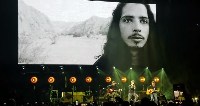Metallica, Foo Fighters και δεκάδες μουσικοί τίμησαν τη μνήμη του Chris Cornell - Roxx.gr