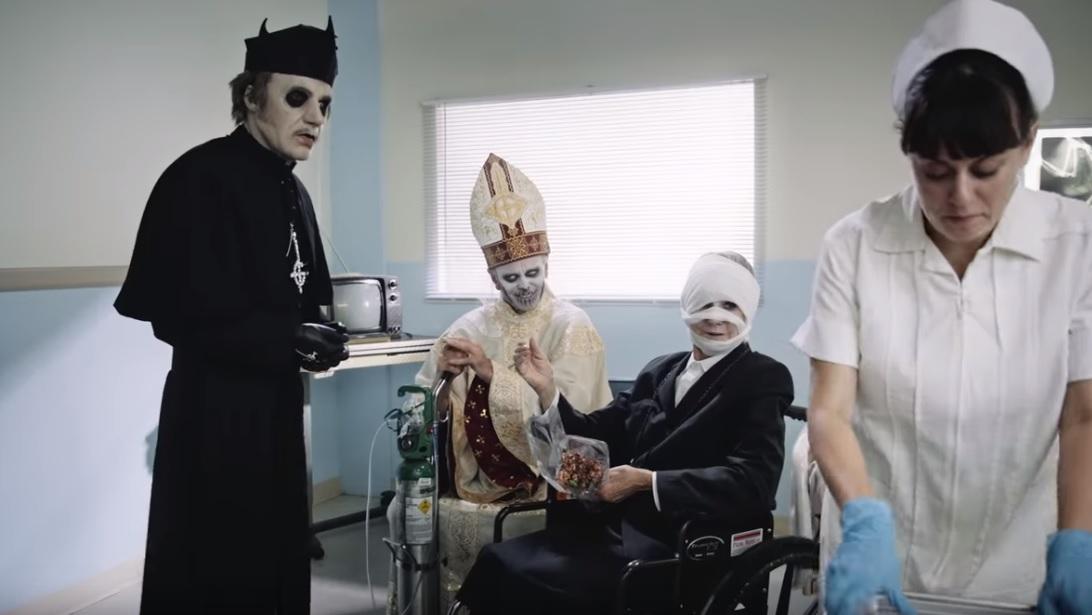Τι θέλει να μας πει το νέο βίντεο των Ghost; - Roxx.gr
