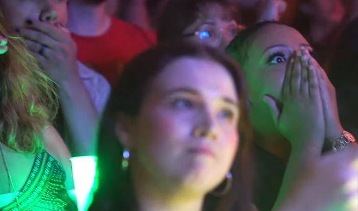 Πανηγυρισμοί, έκπληξη και αποθέωση μέσα στο μπαρ στη μεγάλη σκηνή του Game of Thrones - Roxx.gr