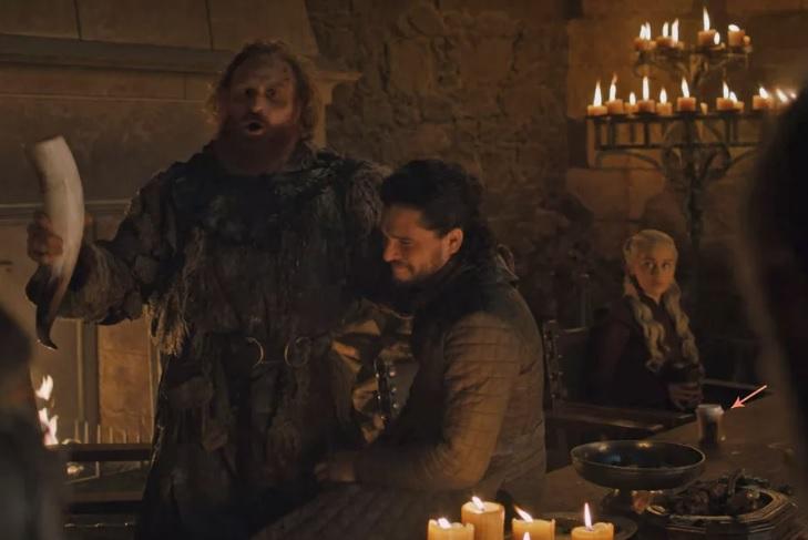 To ΗΒΟ παραδέχθηκε το λάθος του στο Game of Thrones: «Ναι, ήταν ποτήρι με καφέ» - Roxx.gr