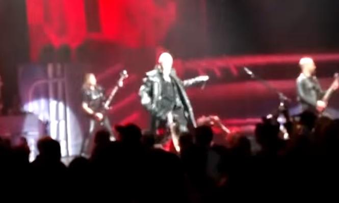 Κλώτσησε κινητό από τα χέρια οπαδού ο Halford την ώρα της συναυλίας - Roxx.gr