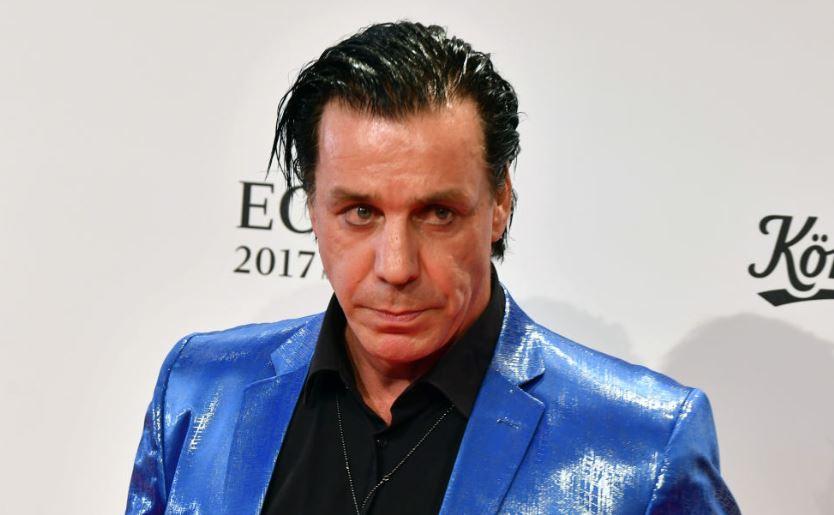 Πλάκωσε τύπο που προσέβαλε τη φίλη του ο τραγουδιστής των Rammstein! - Roxx.gr