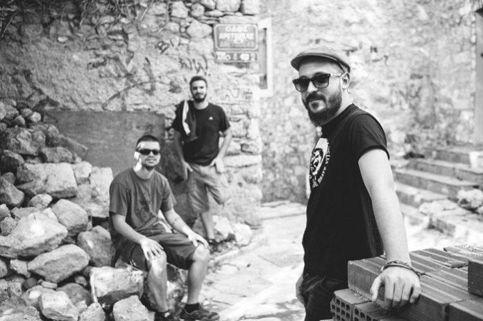 Αυτός είναι ο τίτλος του νέου άλμπουμ των Villagers of Ioannina City – Τον Σεπτέμβριο θα παίξουν στο Θέατρο Βράχων - Roxx.gr