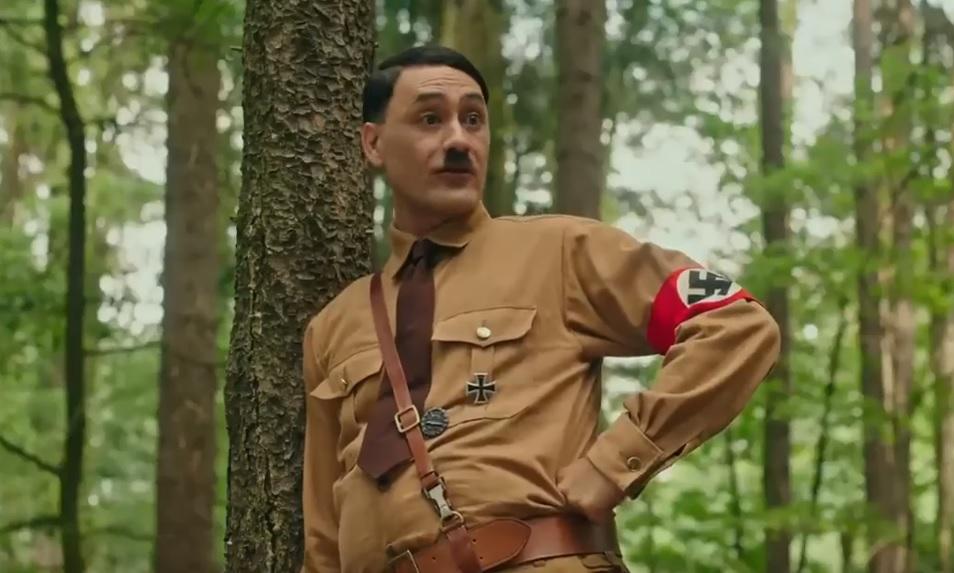 O σκηνοθέτης του Ragnarok υποδύεται τον Χίτλερ στη νέα του ταινία! - Roxx.gr