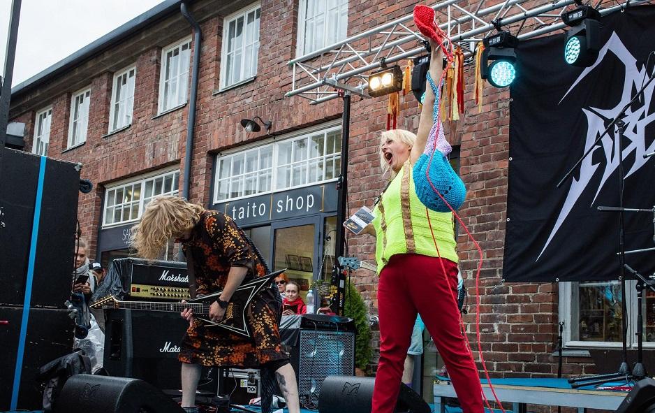 Για κάποιο λόγο στη Φινλανδία έκαναν διαγωνισμό heavy metal… πλεξίματος - Roxx.gr