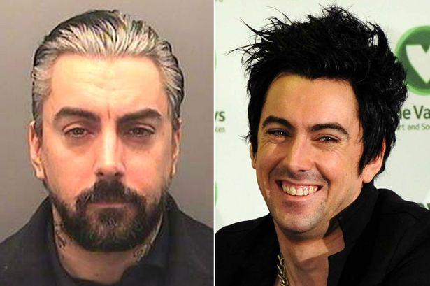 Ο παιδόφιλος τραγουδιστής των Lostprophets έκρυβε τηλέφωνο στον κ**ο του μέσα στη φυλακή - Roxx.gr