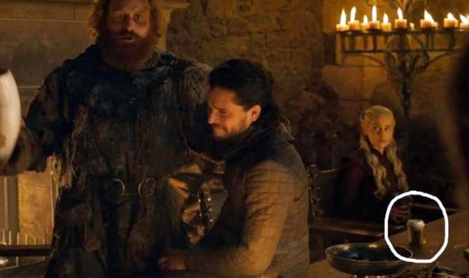 H Εμίλια Κλαρκ αποκάλυψε την αλήθεια για το… σκάνδαλο με το ποτήρι καφέ στο Game of Thrones - Roxx.gr