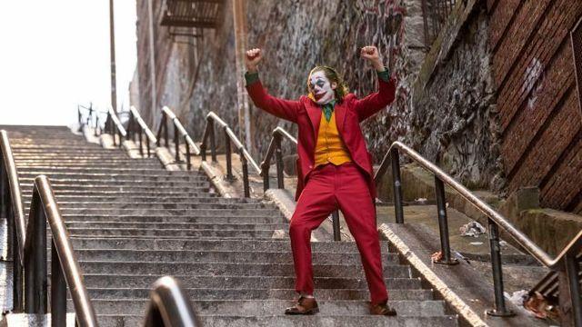 Αστυνομικοί έβγαλαν ανήλικους από κινηματογράφους που έδειχναν το Joker στην Αθήνα - Roxx.gr