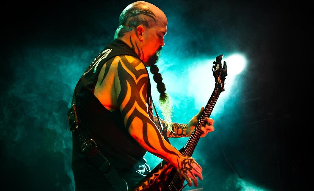 Ο Kerry King έκανε λάθος τέσσερις φορές σε intro των Slayer και τα παράτησε! - Roxx.gr
